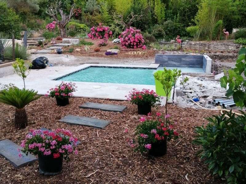 Réalisation d'une piscine et d'un jardin paysagé. Bouc-Bel-Air