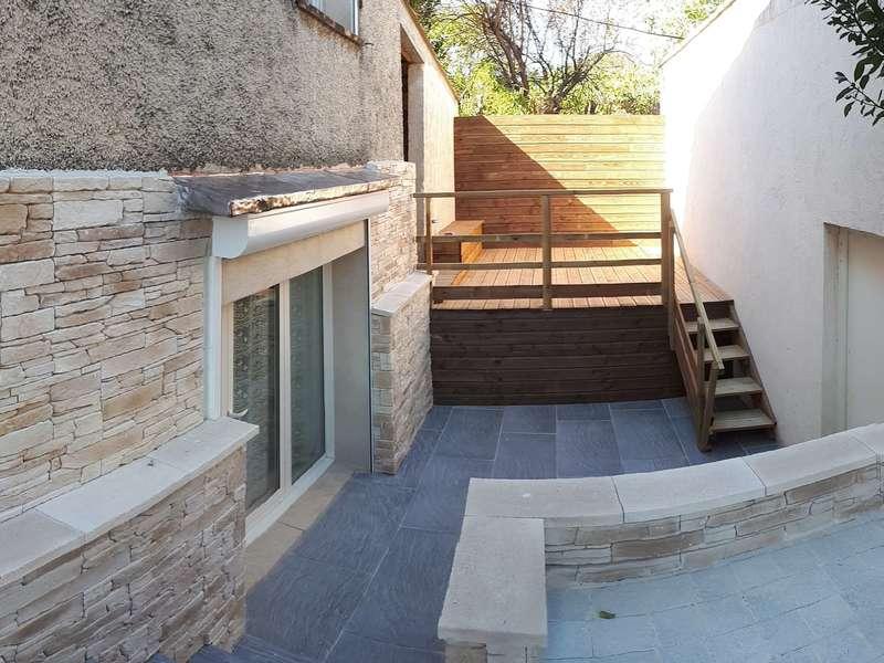 Création d'une terrasse en bois et rénovation terrasse existante y compris le soubassement de la maison. Istres