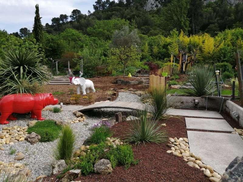 Réalisation d'un jardin paysagé.  Bouc-Bel-Air