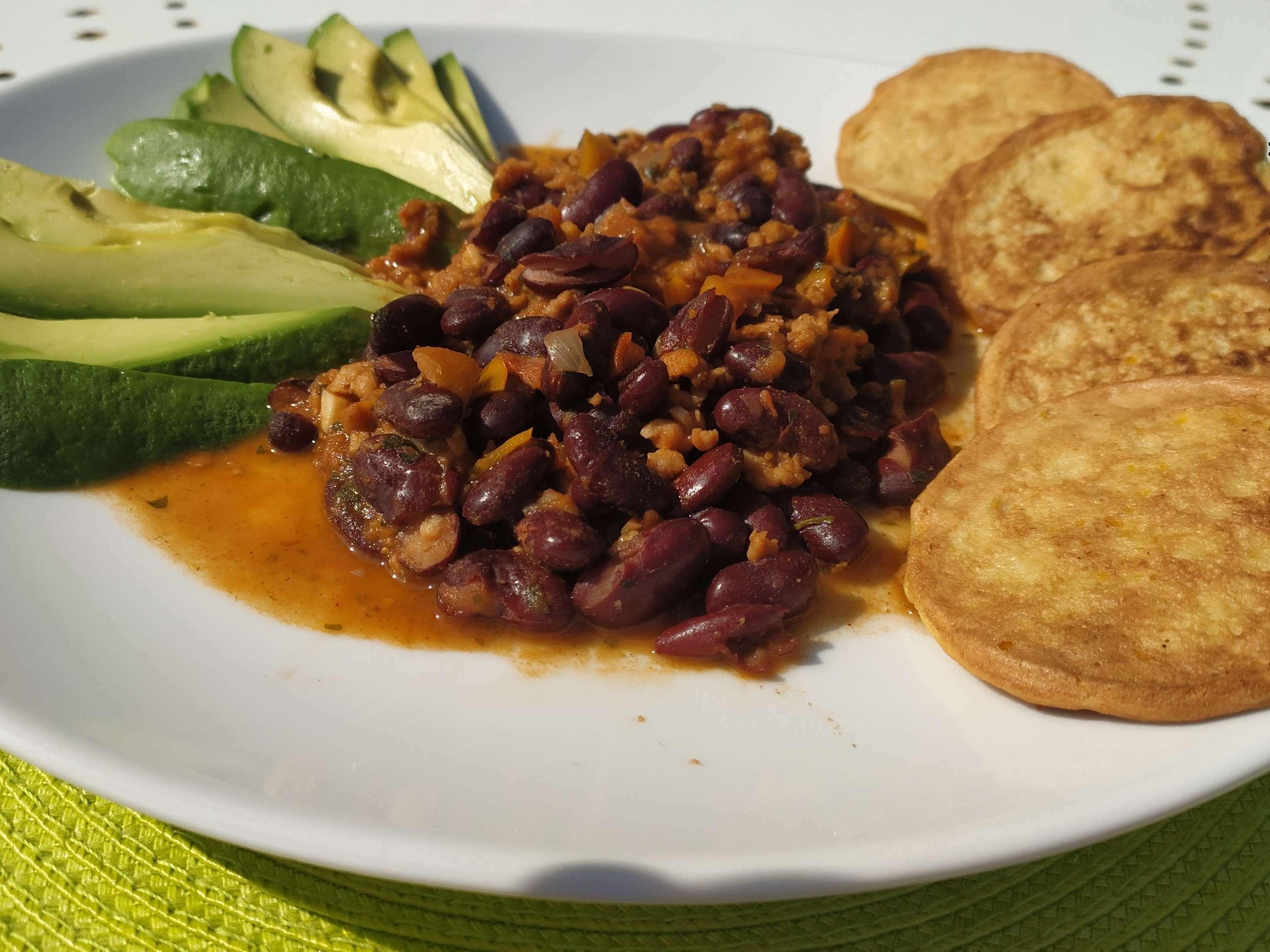 """Chili """"sin carne"""" et ses galettes de maïs"""