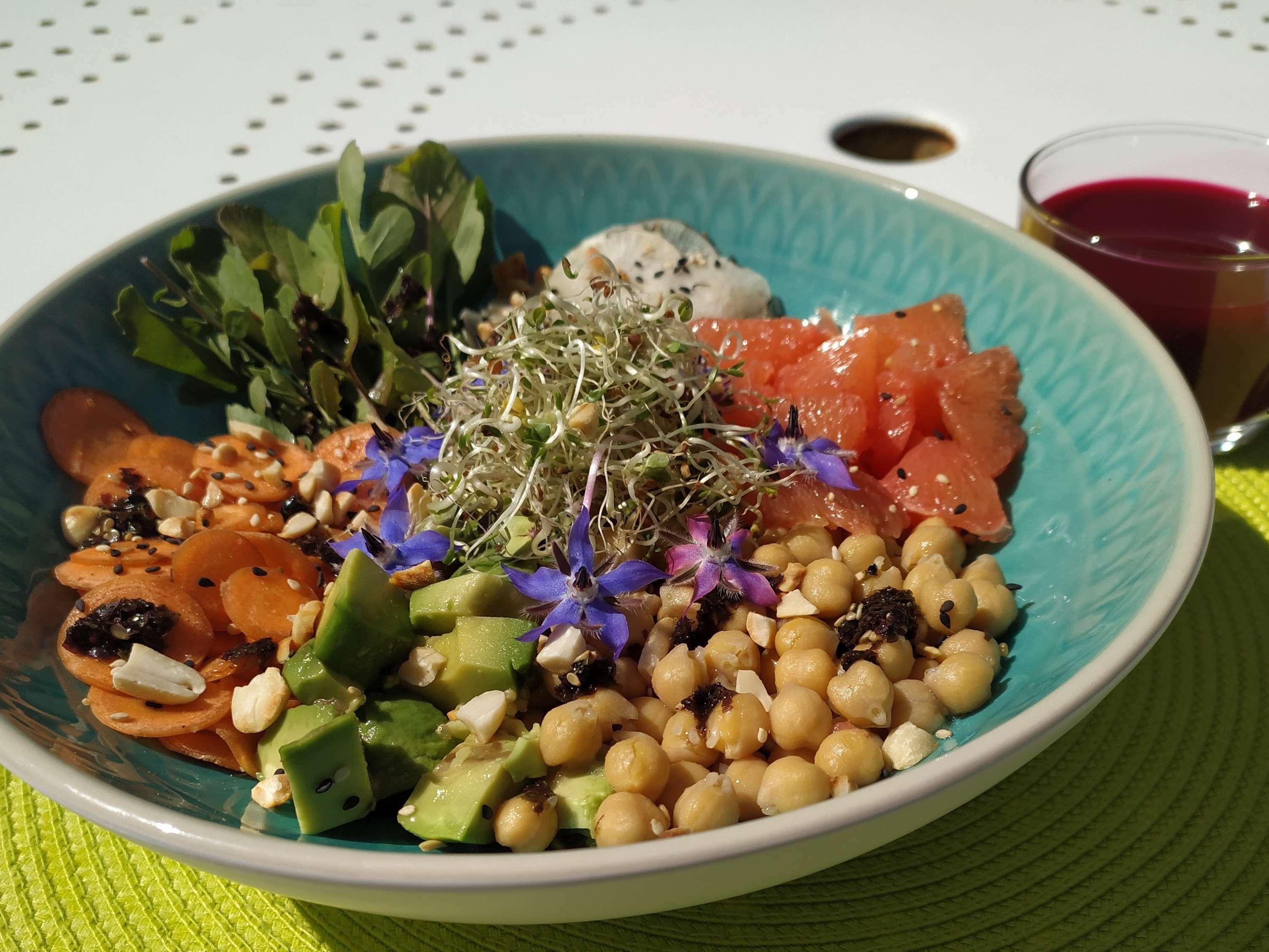 Buddah bowl printanier, et son jus de légumes