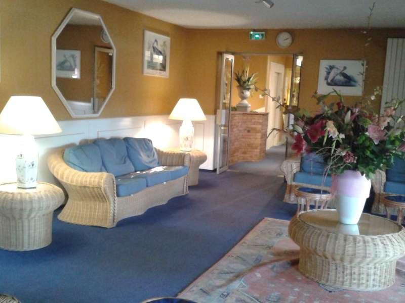 Salon de repos à l'étage,  avec toujours les splendides bouquets de la Patronne !