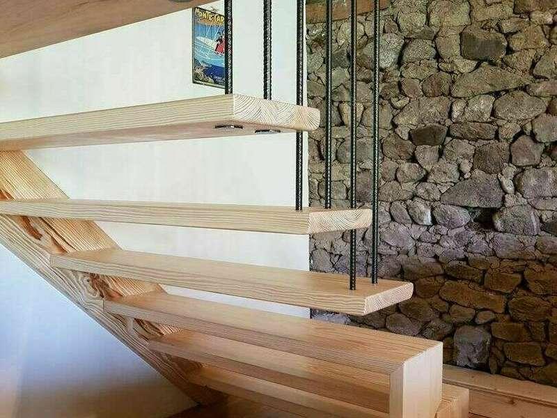 escalier_bois_sur-mesure_garde_corps_metallique