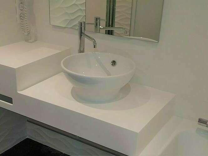 salle_de_bain_plan_de_toilette_sur_mesure_resine_solid_surface_v-korr