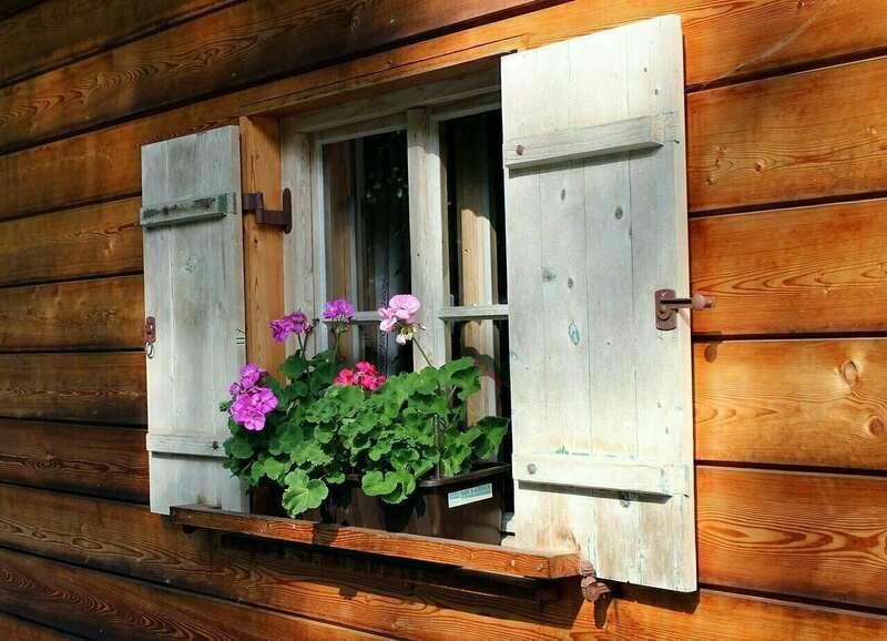 shutters_466048_1280a1562