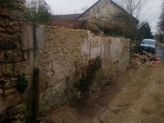 Démolition d'une maison à l'abandon