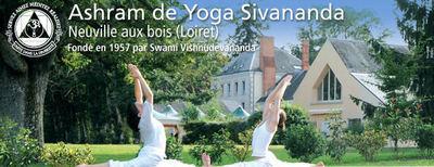 Les « Centres Internationaux Sivananda » une organisation sans but lucratif établie par Swami Vishnudevananda en 1957, se dédient à l'enseignement du Yoga comme un mode de vie depuis plus de 50 ans. Le but du Yoga est la paix intérieure et extérieure et la réalisation de l'unité dans la diversité.  L'Ashram Sivananda est une congrégation reconnue par le gouvernement français.  C'est le premier ashram Sivananda établi en Europe. Il a été fondé en 2000.