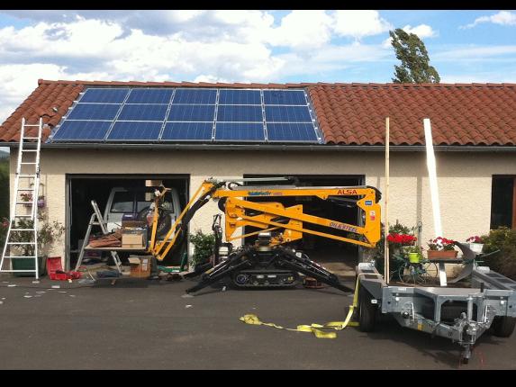 panneau_solaire_en_cours_d_installation