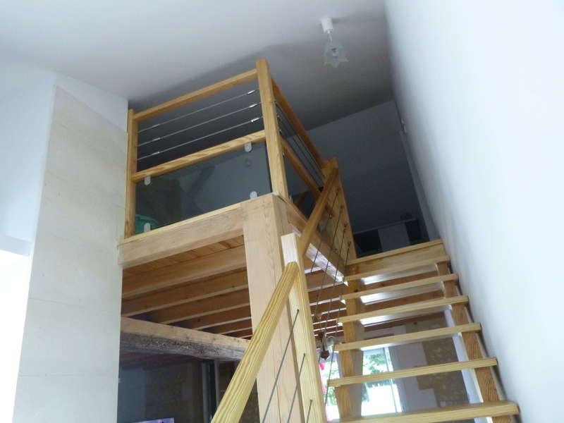 Fabrication et pose d'un escalier en bois avec filins en inox