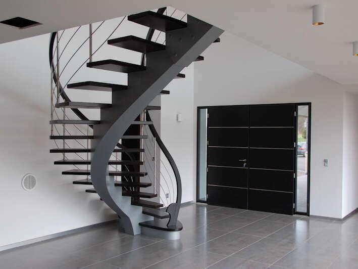 Escalier limon central moderne