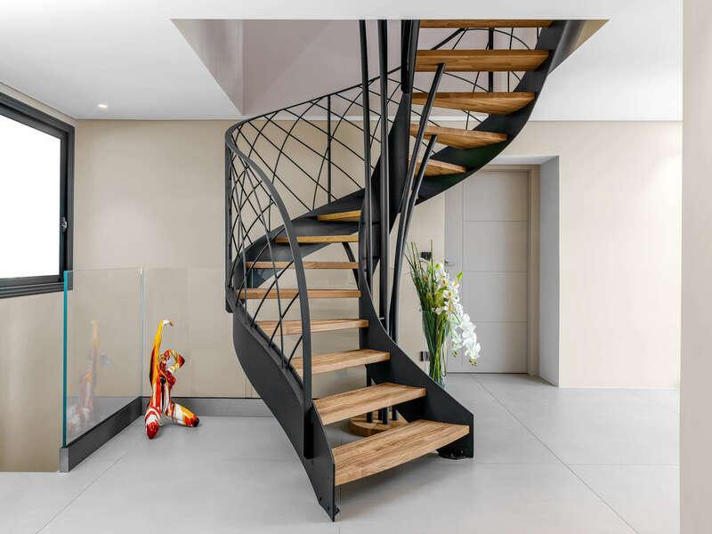 Escalier Courbe à limon métallique avec marches SENZU
