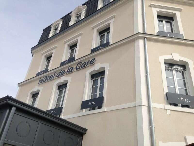 bandeaux_lisses_avec_cle_de_voute_hotel_de_france