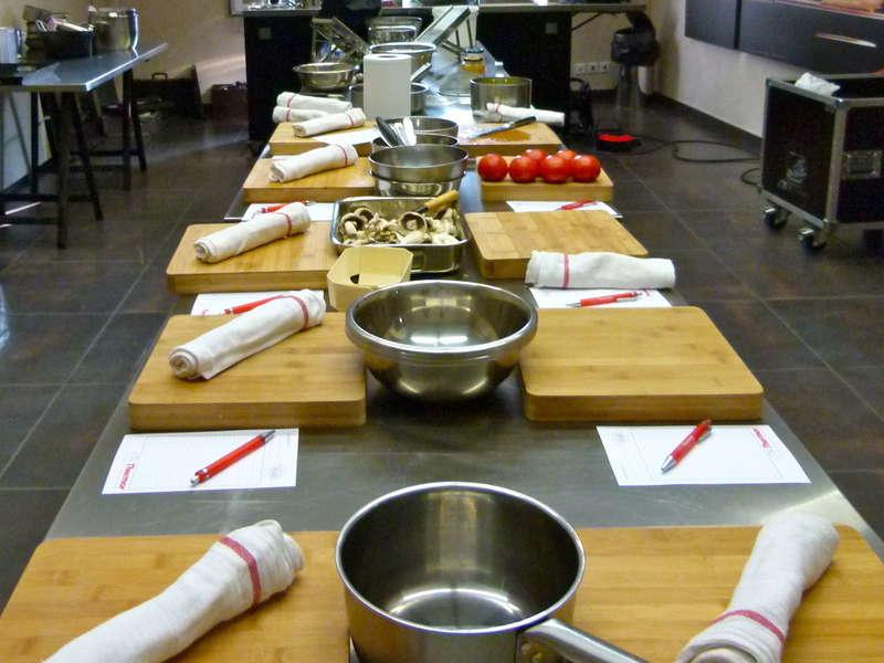 C2-cuisine-paris-cours-mobile-atelier-culinaire-show-team-building-animation-chef