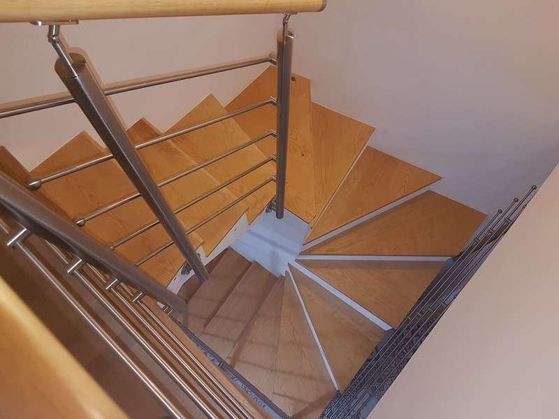 Habillage escalier bois, rampe acier inox