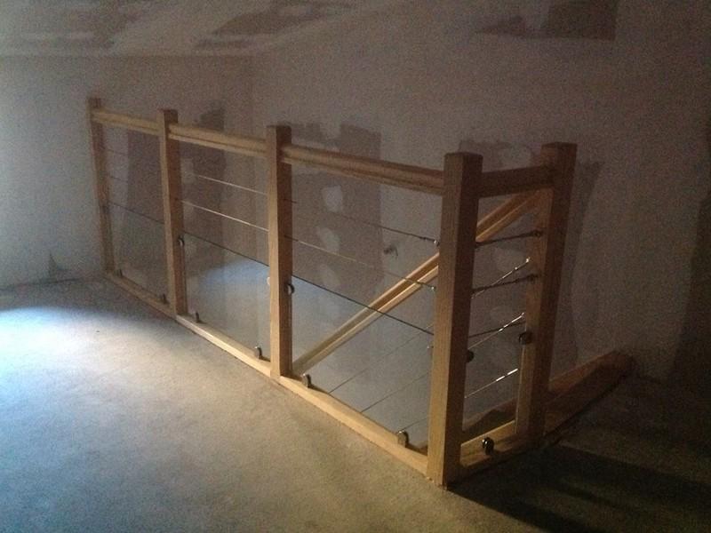 Garde-corps bois avec câbles et verres