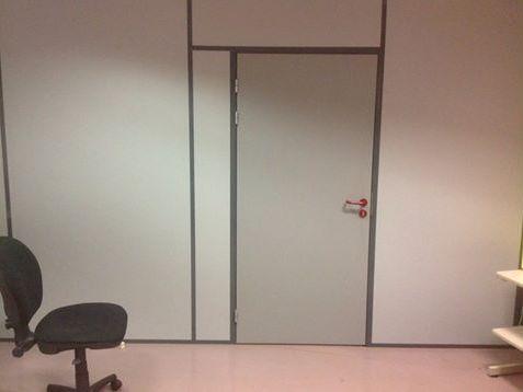 Cloison bureau avec porte intégrée