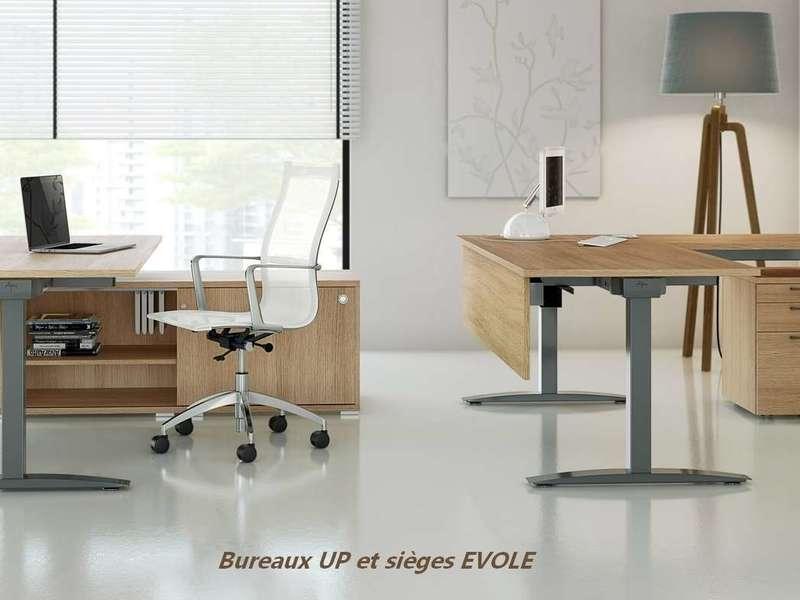 bureau_assis_debout_up_up_16