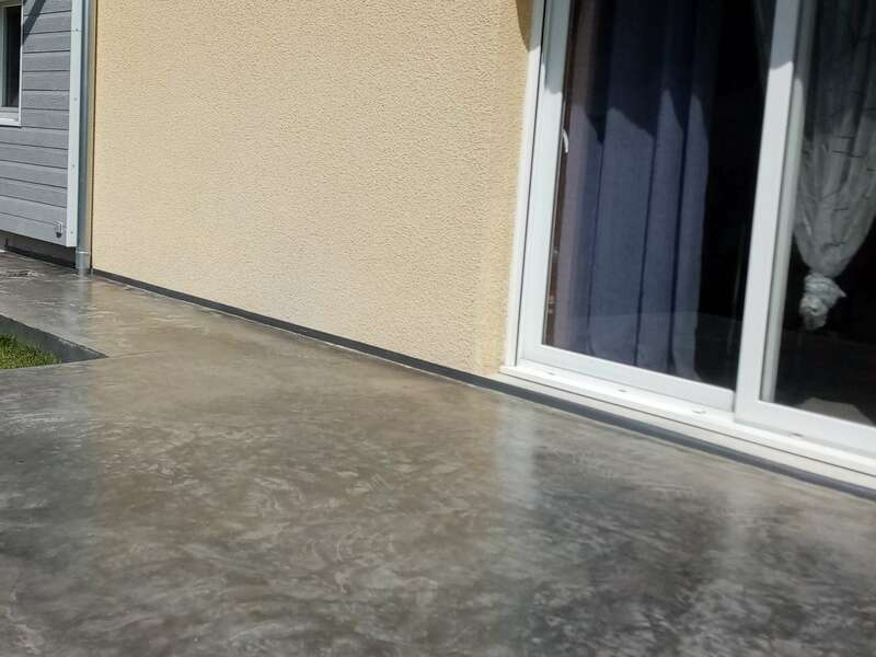 Réalisation de terrasse finition béton quartzé