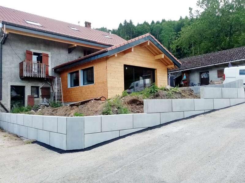 Mur de clôture en panneaux préfabriqués
