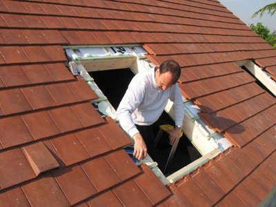 montage-d-une-fenetre-de-toit-1505-504620190527-2094531-4llnco