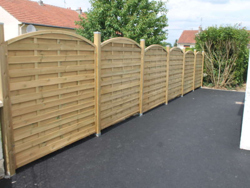 Création de clôture panneaux bois