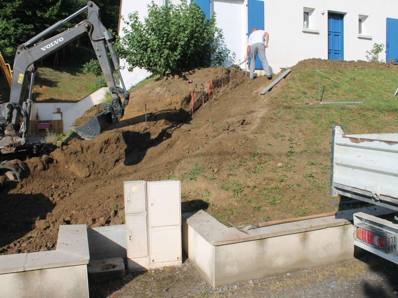 Création d'escalier en béton désactivé pour accès au pavillon.