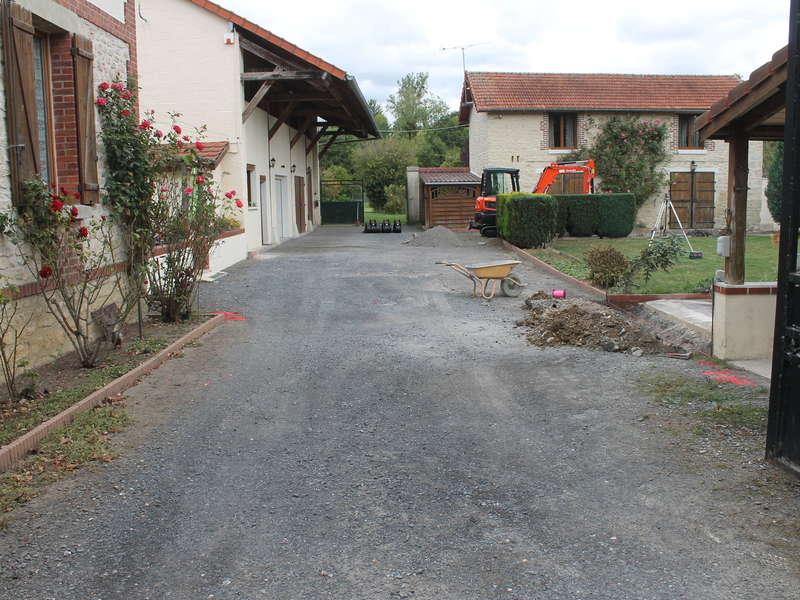 Aménagement avec pose de dalles stabilisatrices qui permettent de stabiliser des surfaces en pente ou des sols destnés à l'accès des voitures ou des piétons.