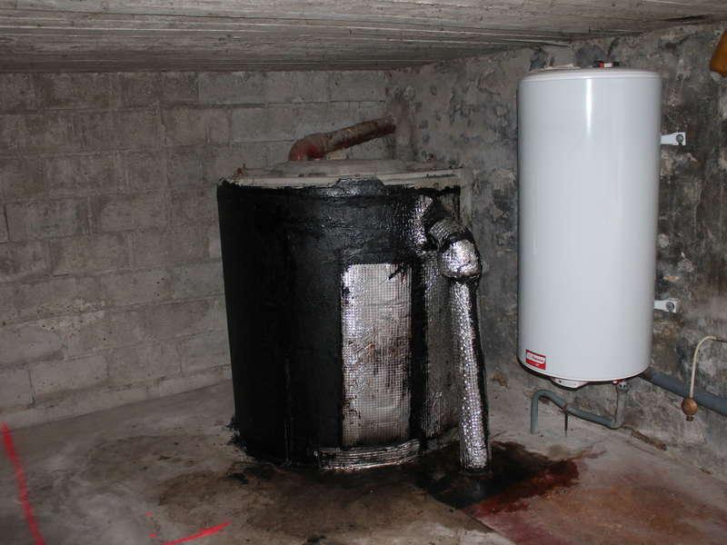 Changement d'une fosse dans un garage par une fosse toutes eaux 3000 L avec raccordement et muret de renfort autour de   la fosse.