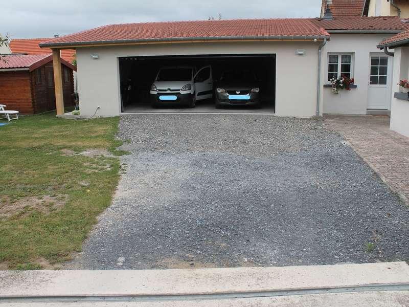 Photos de notre chantier d'aménagement extérieur en enrobé, pavés en délimitation et création de la terrasse en pavés 14/14 : Avant, Pendant, Après.