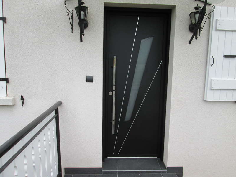 Porte en aluminium Noir texturé, modèle FUSEAU avec barre de tirage