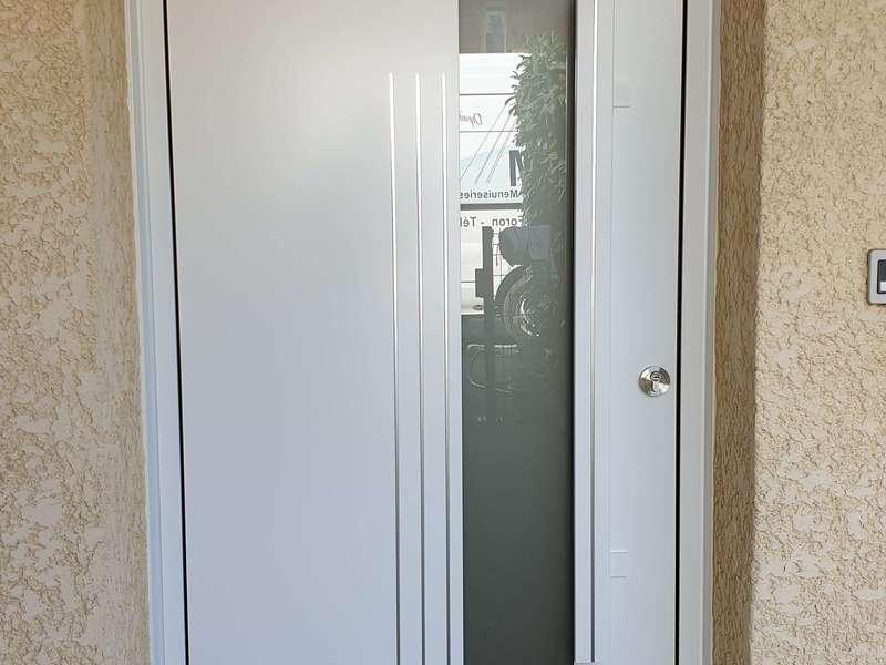Porte en aluminium Blanc satiné, modèle MAHJONG 85mm à Bonneville (74130)