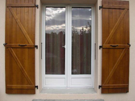 Porte-fenêtre 2 vantaux en PVC blanc avec soubassement plein
