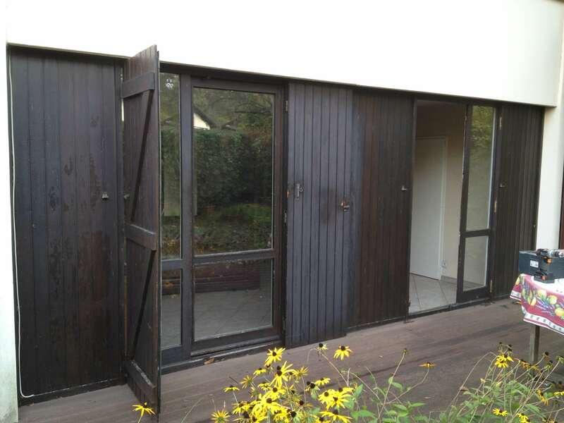 Avant : Portes-fenêtres en bois marron foncé