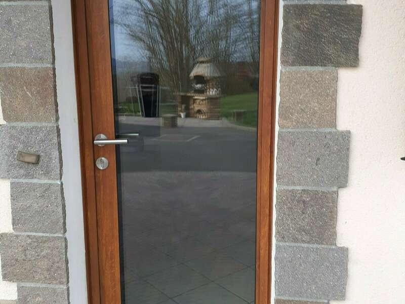 APRÈS : Porte d'entrée alu EVIDENCE Chêne doré