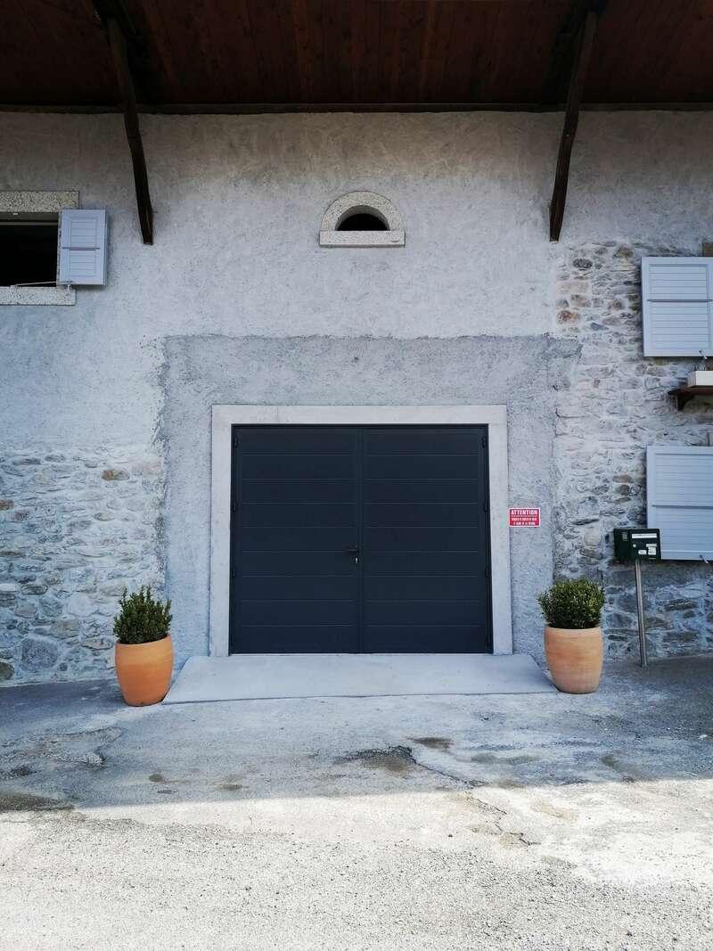 Porte de garage battante en aluminium
