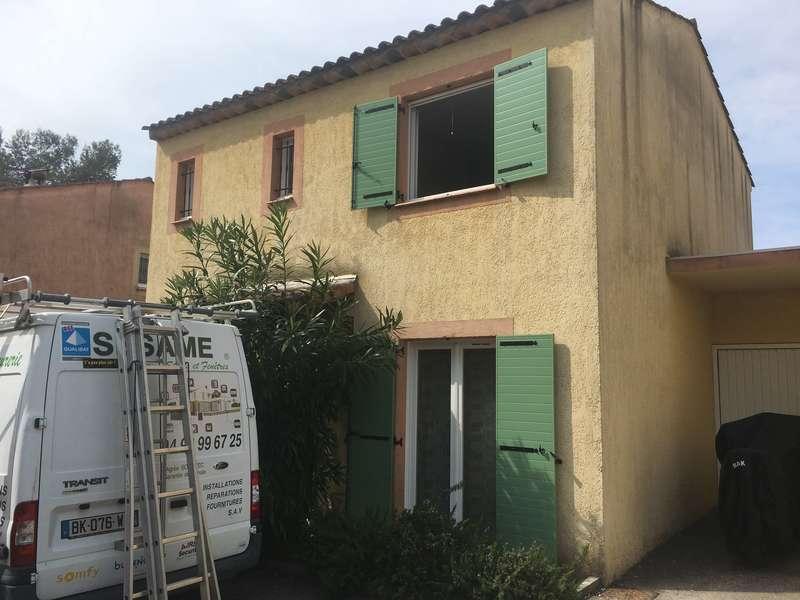 Volets Battants vert Provence Valbonne posés par Aknin J-Richerd