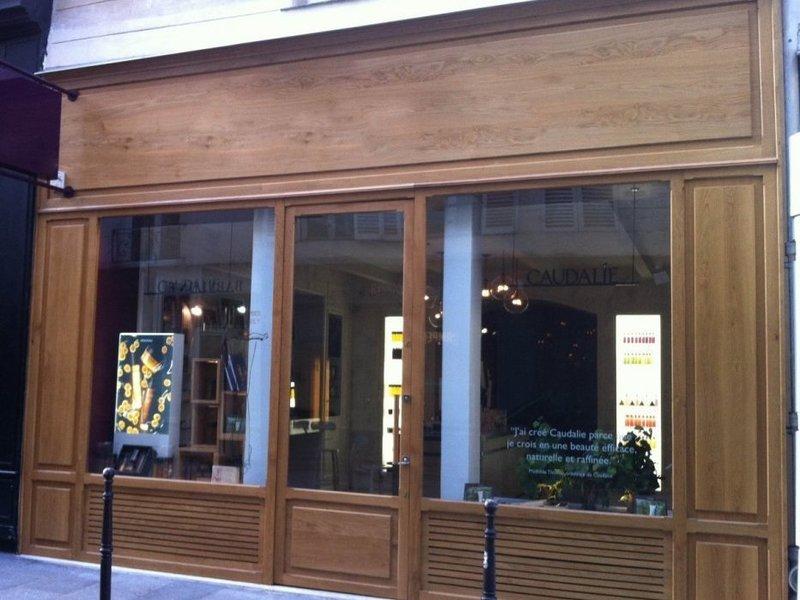 façade magasin  bois naturel