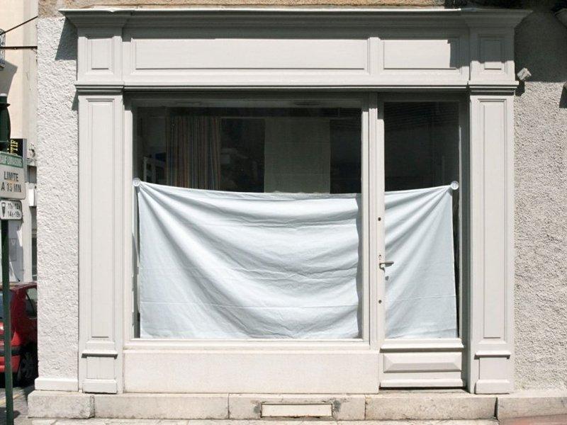 poteaux façade magasin