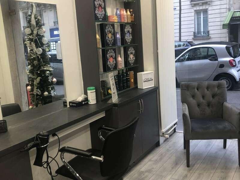 Meuble en bois salon de coiffure