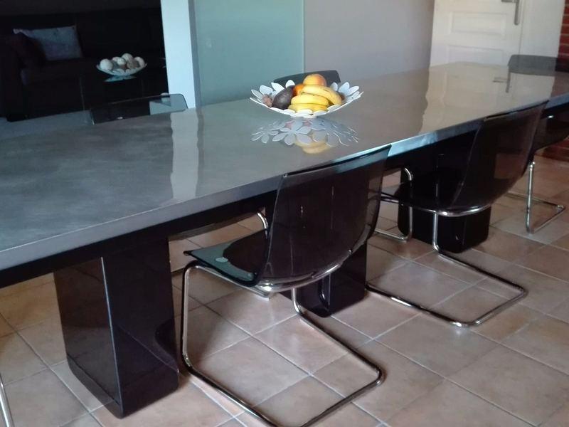 Table en zinc et pieds en métal