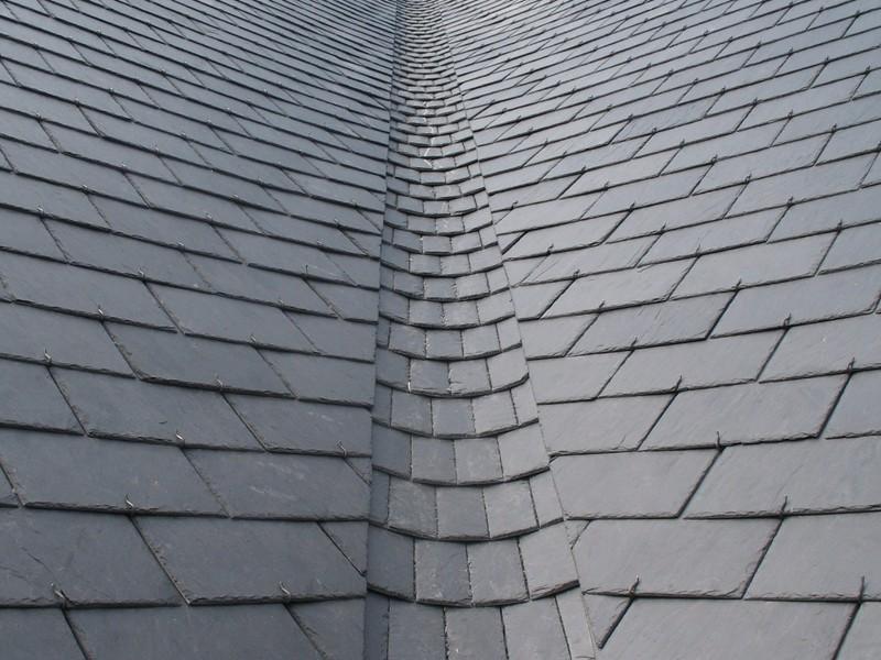Noue ronde sur le toit de l'église.