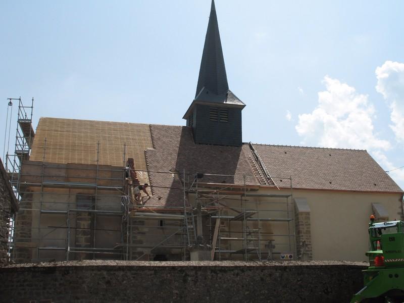 Eglise en cours de réfection couverte en tuile Monument Historique 16/27.