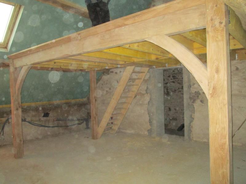 Création d'une mezzanine en chêne et sapin traité.