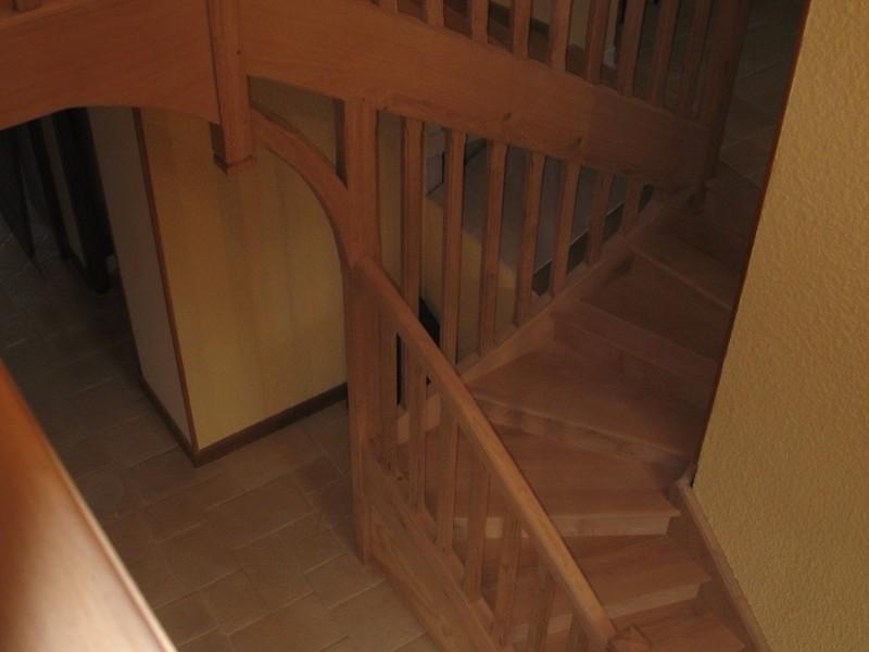 Escalier un quart tournant avec palier et mezzanine en chêne.