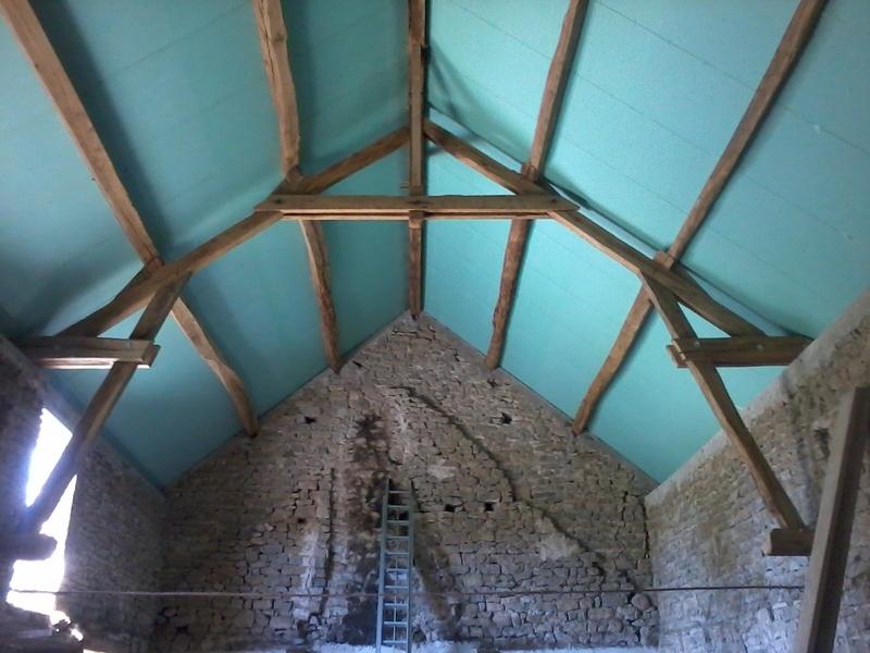 Vue de l'intérieur, les fermes ont été modifiées afin de créer un étage supplémentaire avec combles aménageables.
