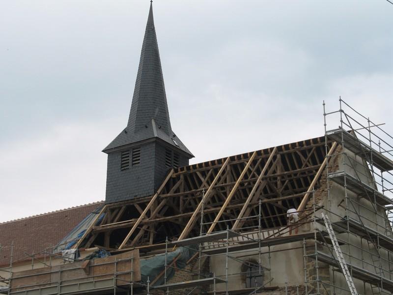 Charpente d'une église durant travaux.