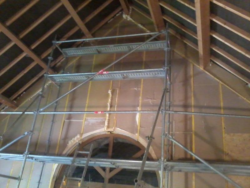 Structure en ossature bois et polyuréthane pour isolation d'un pignon.