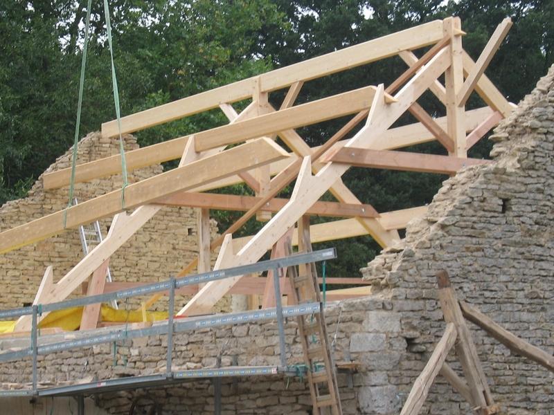 Fermes sur blochets pour un pavillon rénové.