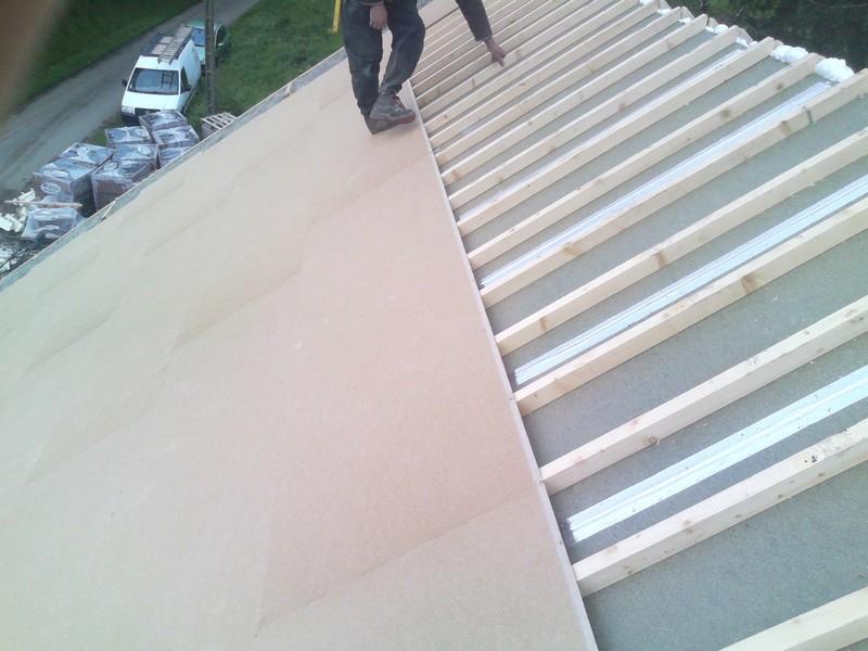 Mise en place d'une sous toiture phonique étanche par dessus le contrelattage.