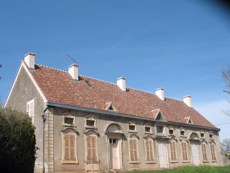 Maison ancienne couverte en tuile plate Restauration 16/27 coloris Brumaire et Rustique nuagé.